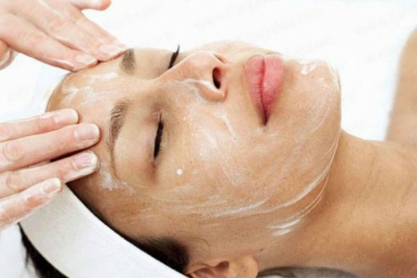 Cách tẩy tế bào chết trên da mặt bị mụn