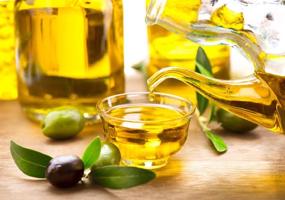 cách dưỡng tóc bằng dầu oliu