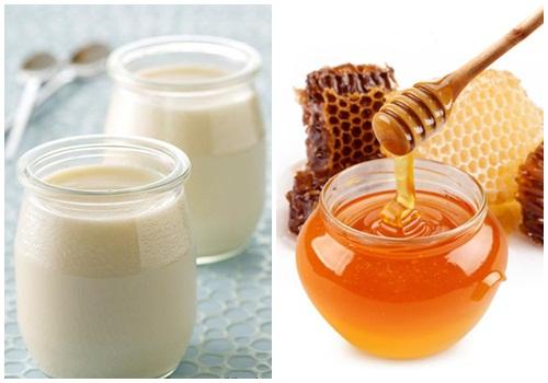 Thành phần axit lactic trong sữa chua kết hợp cùng mật ong giúp tóc sạch và ngăn gàu hiệu quả